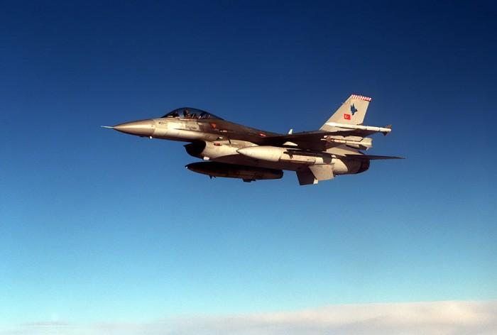 القوات التركية تسقط مروحية سورية عبرت الحدود