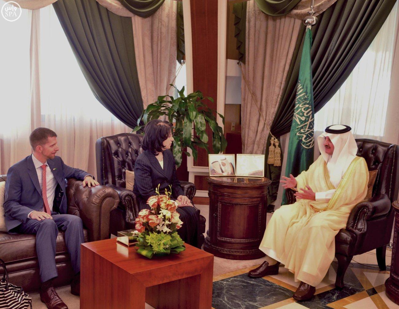 أمير المنطقة الشرقية يستقبل نائب مساعد وزير الخارجية الأمريكي لشؤون الشرق الأوسط